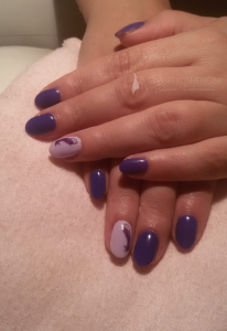 fioletowy-manicure
