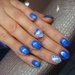 manicure-niebieski